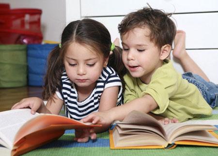 کمک کردن به کودک برای انجام تکالیف